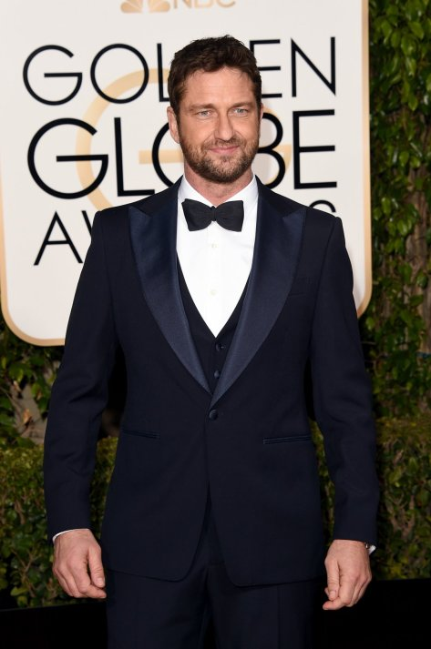 gerard-butler-also-chose-a-navy-tuxedo-this-one-by-salvatore-ferragamo